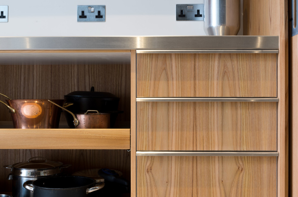 Powell Picano London - Clifton Gardens bespoke kitchen drawers and pull out shelves