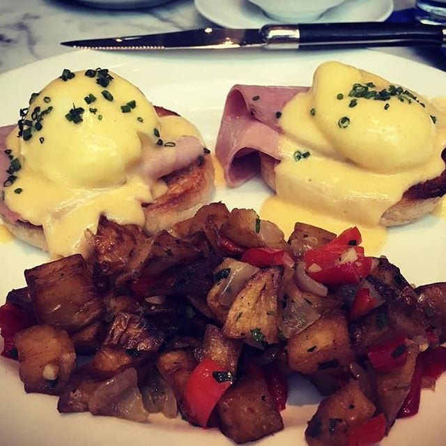 A happy feeling when new customers join us here @loulayseattle for a weekend Brunch and enjoy themselves. Thank you for dining with us. Pictured here is our Eggs Benedict du Jour  We offer dinner service each weeknight following our Lunch and Brunch services.  Bon Appetit! . . .  @makingyesterdayjealous604 #newfoundgem #bestbrunchinseattle #bestcappucinointown #seattleshananigans #seattleeats #seattleinfluencer #seattledining #brunchseattle #dinearoundtown #eatlocal #eggs #french
