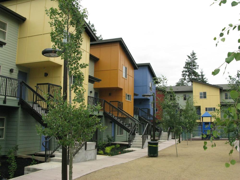 Miraflores --32 units -- (503) 289-4802 -- 8901 N. Newell, Portland, OR 97203