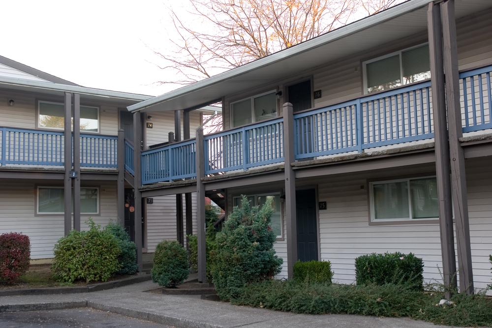 Villa de Clara Vista-- 133 units -- (503) 284-3985 -- 6706 NE Killingsworth, Portland, OR 97218