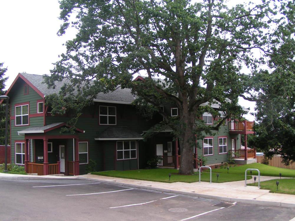 Plaza de Cedro -- 6 units -- (503) 335-9603 -- 10801 NE Fremont, Portland, OR 97220