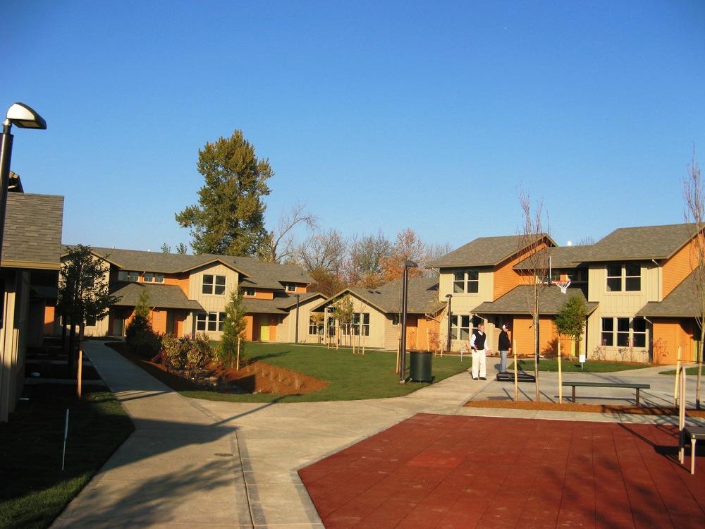 Plaza Los Robles -- 24 units -- (503) 829-9482 -- 415 Toliver Rd., Molalla, OR 97038