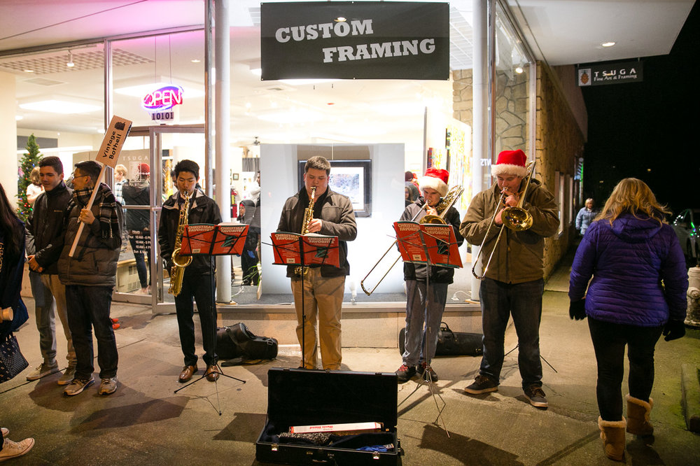 Local Students playing in front of Tsuga Fine Art Framing http://www.tsugafineart.com/ Bothell Event Photography | Bothell Tree Lighting Festival | JP Lumansoc Photography