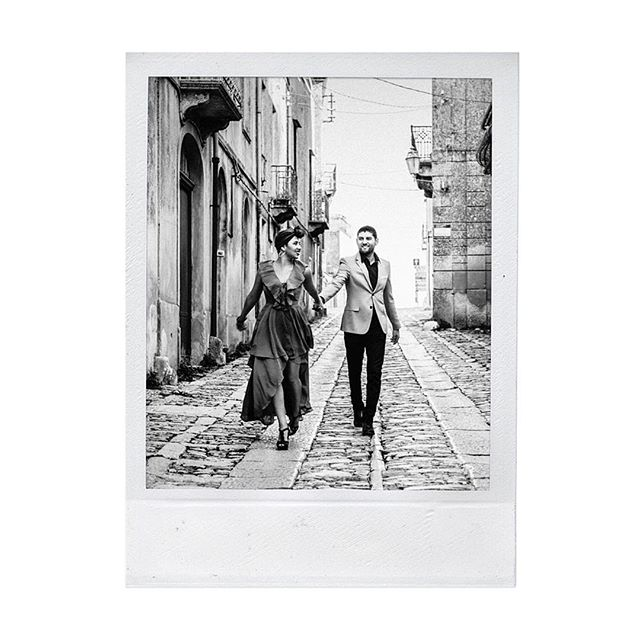 A little Sicily and a little black & white, and *poof!* we're in a different era ♥️📷🎞 . . . . . . . . . . #sicily #erice #trapani #travelsicily #photographer #fashionphotographer #fashionphotography #weddingplanning #weddingplanner #shootfilm #blackandwhite #shotonfilm #engagementphotography #laphotographer #engagementeditorial #fiancee #engaged #creativedirector #editorialphotographer #engaged #editorialphotography #setlife #photoshoot #movie #biancoenero #love #retrato #portrait #film