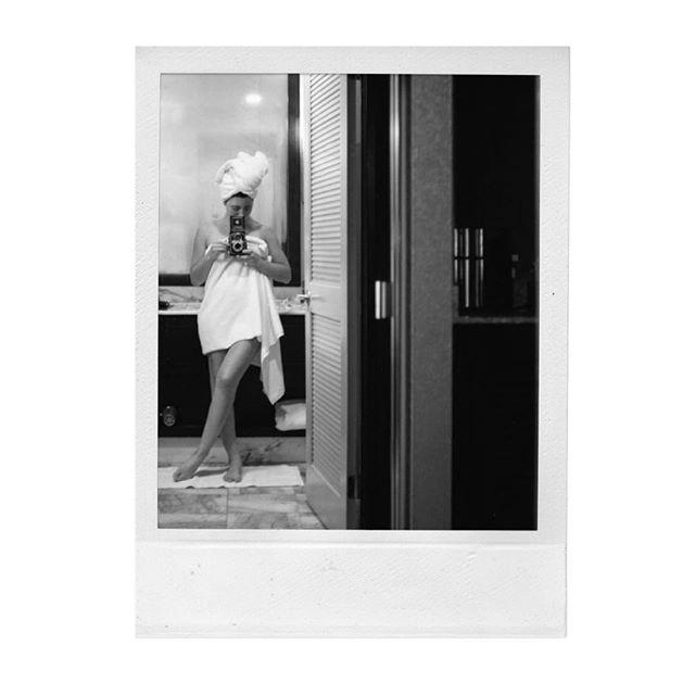 Sunday self-portrait mood • What's your favorite one from this series?...swipe! 📸🧖🏻♀️Impromptu hotel self-portrait series 🎞 Camera: Yashica-Mat + Kodak Portra 400 film || @kodak @analogfeatures @kodak_shootfilm ♥️ . . . . .  #kodak #shotonfilm #portrait #fotografo #portra400 #selfportrait #filmisnotdead #yashicamat #laphotographer #film #analogfeatures #120film #cameracult #cameramayhem #filmphotography #mediumformat #autoretrato #filmfeed #biancoenero #filmcommunity #analog #filmcamera #filmphotography #blancoynegro #womeninfilm #kodakportra #polaroid #sx70 #fotografia