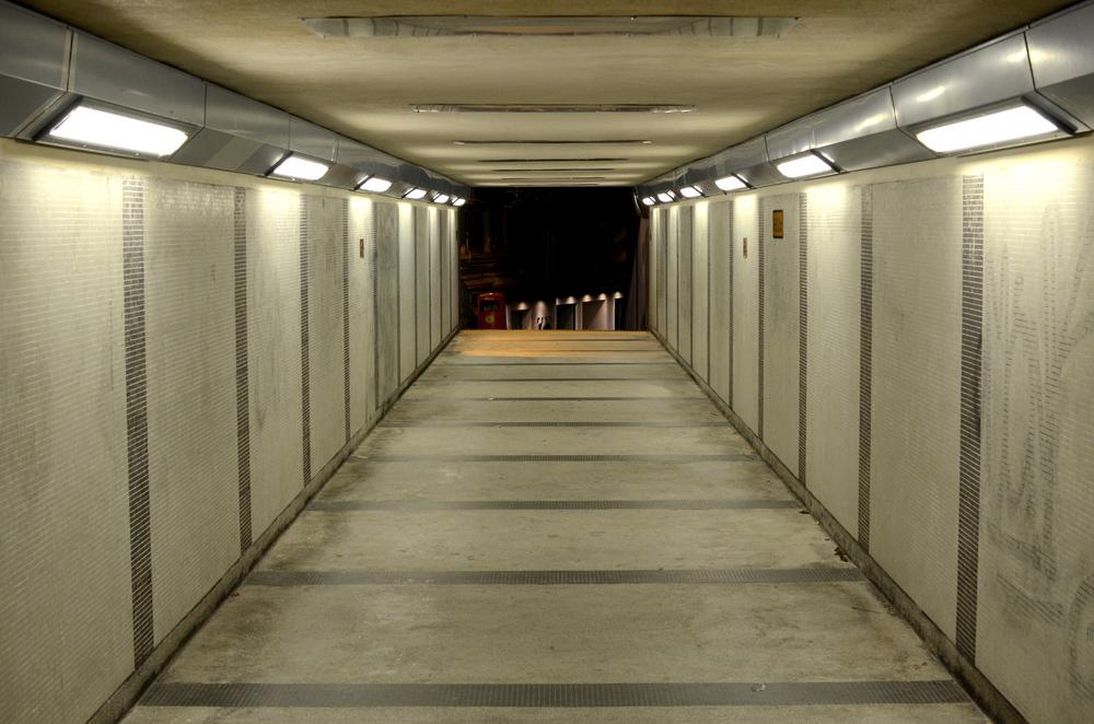 900 Hallway.jpg
