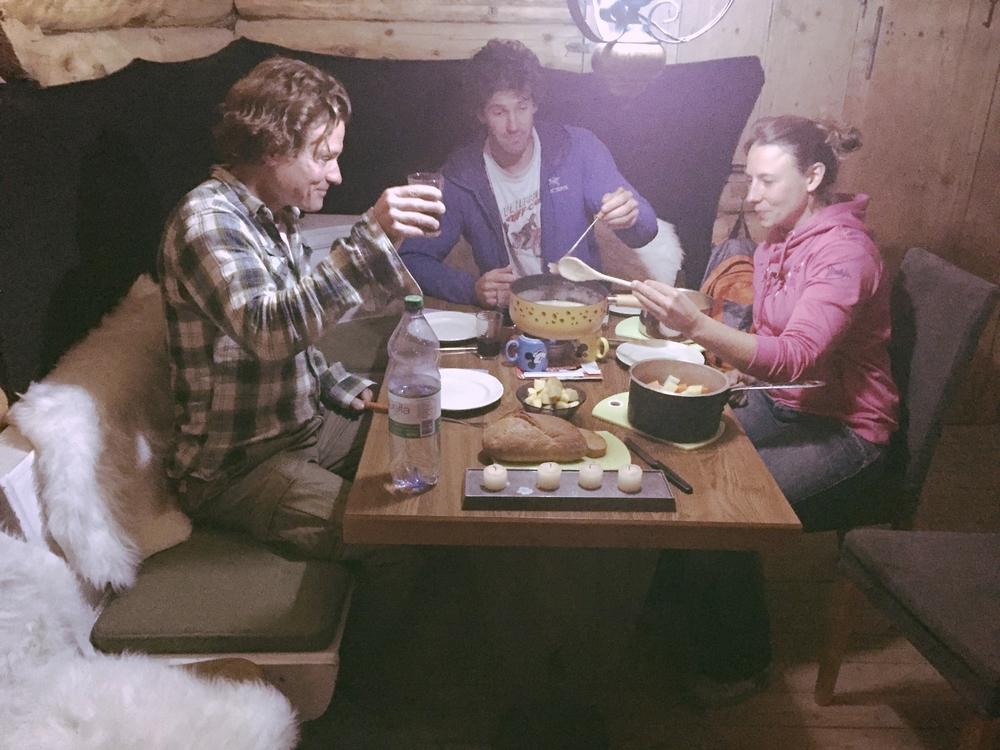 z nacht im alphüttli und käsefondue. New life goal, own an alpine hut.