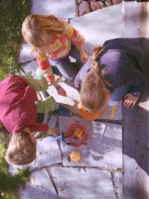 Schatzalpstrasse gang carving a pumpkin.