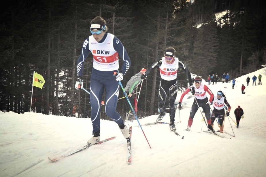 Täz showing us how to classic sprint. Unterwegs im Viertel Final. Foto nordic-online.ch