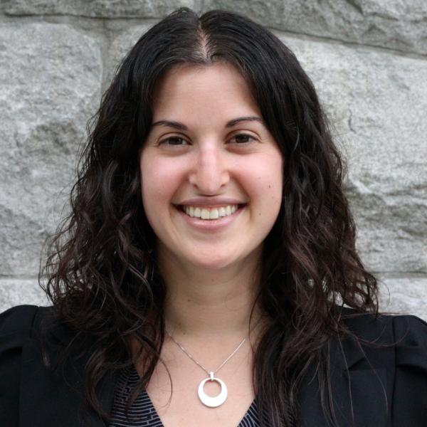 Elana Ludman occupe le poste de conseillère en innovation sociale à La fondation de la famille J.W. McConnell, une fondation familiale privée qui a pour mission d'amener les Canadiens à bâtir une société plus novatrice, inclusive, durable et résiliente. Dans son rôle, elle travaille avec le President pour créer des relations avec des partenaires et des intervenants nationaux. Elle gère étroitement des projets spéciaux et explore des opportunités de croissance pour la fondation. Elana a déjà travaillé sur des projets dans les domaines de santé mentale des jeunes, développement de la petite enfance,l'entrepreneuriat social et la réconciliation autochtone. ELANA LUDMAN Avant de se joindre à La fondation, Elana a travaillé comme conseillère de programme au Ministre d'emploi et développement social Canada. Elle a également œuvré dans le secteur communautaire, comme coordonnatrice sur le terrain pour Habitat pour l'humanité Argentine, et pendant cinq ans comme directrice du développement et des communications au Santropol Roulant, un organisme de sécurité alimentaire montréalais géré par des jeunes. Dans son temps libre, Elana aime skier, passer du temps dehors avec des amis et sa famille, faire du vélo, cuisiner et voyagé. Elana détient un baccalauréat en commerce de l'Université McGill et une maîtrise en politique social et développement de la London School of Economics.
