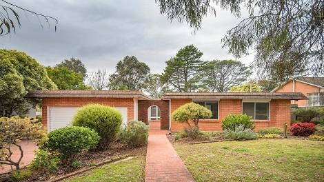 Douglas Pl sold for $975,000 at auction with 3 bedrooms on 1173m2.