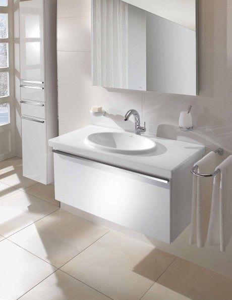 Loop Basin and Central Line in Glossy white cabinet