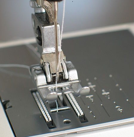 Sewing machine needle