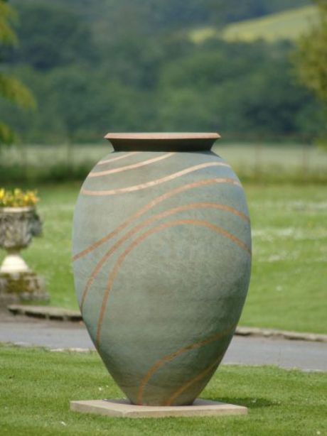 Cirque vase by Philip Simmonds