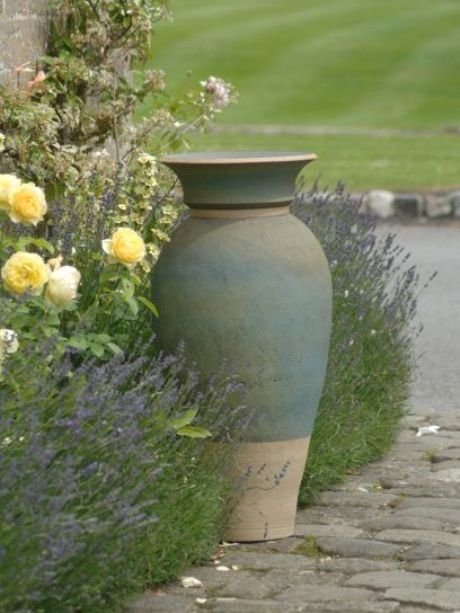 Courtyard urn by Philip Simmonds