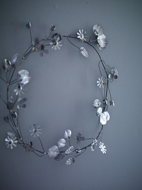 Cox-&-Cox-Wirework-Flower-Garland