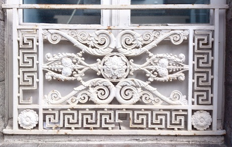 detailing on arched window
