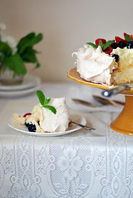 Pavlova with summer fruits via Heart Home mag [2]