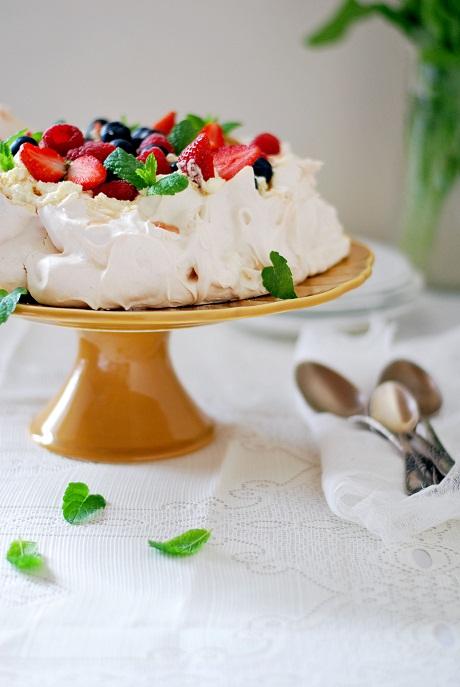 Pavlova with summer fruits via Heart Home mag