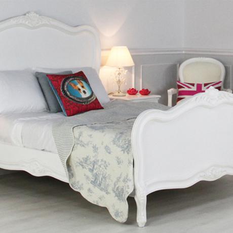 Rococo-Furniture-Market-004