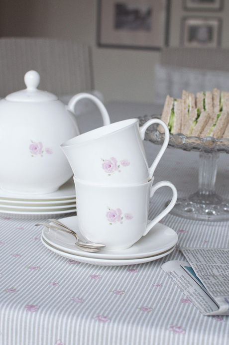 TCER01-Rose-Solo-Small-Teacup-&-Saucer-Portrait-Lifestyle-Low-Res-3