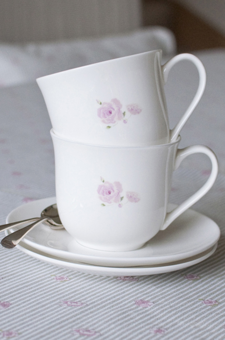 TCER02-Rose-Solo-Large-Teacup-&-Saucer-Portrait-Lifestyle-Low-Res-2