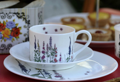 Based in Hereford the company was established by Stephen and Karen Bourke in 2010. And itu0027s named after their British bulldog Elsie Bea. & Floral-inspired tableware by Tea with Bea u2014 Heart Home