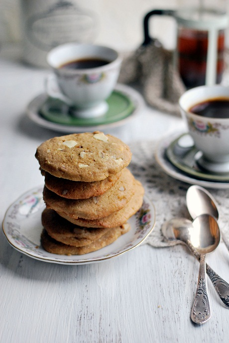 White Chocolate and Pecan Biscuits via Heart Home mag [1]