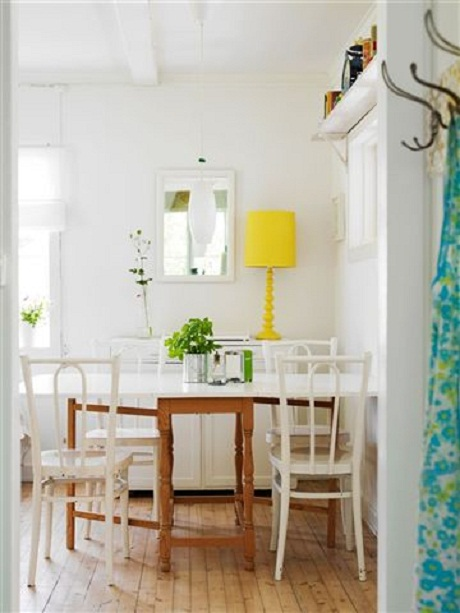 pops-of-color-in-white-interior2