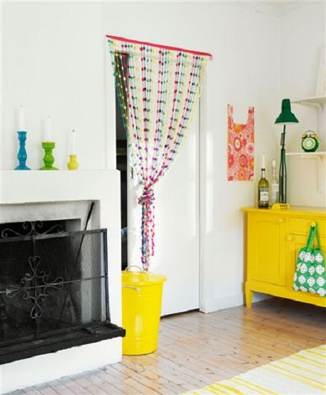 pops-of-bright-colors-in-white-interior2