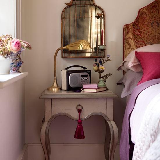 radio-cosy-bedroom-ideas-Country-Homes-Interiors