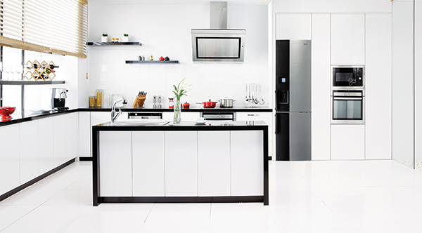 LG-White-Kitchen-Contrast-Fridge-Freezer.jpg