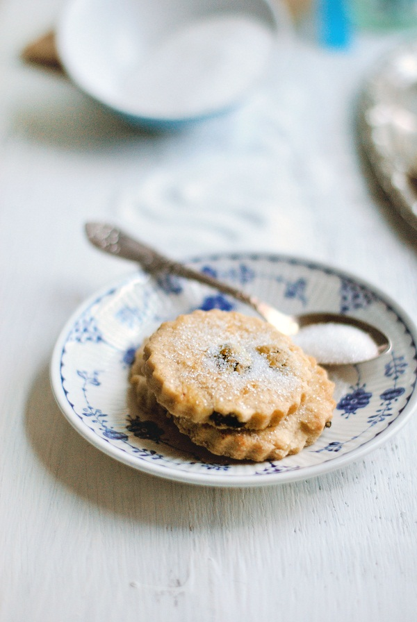 Simple Butter and Raisin Cookies via Heart Home mag [3].jpg