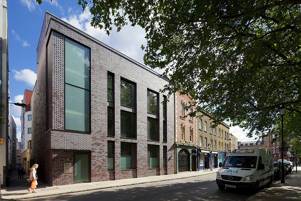 The Sharp Edged Quality Of Selected Brick And Use Dark Grey Recessed Mortar Joints Creates A Rich Varied Texture