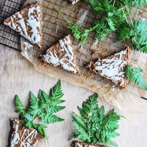 Recipe of the week: Carrot cake triangles 💚😋 Now up on the blog link in profile... Recipe by @gi.august #hearthomemag #hearthomerecipes #recipes #food #instafood #intstagood