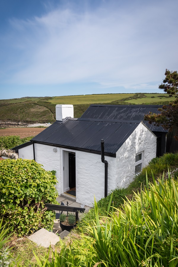The Cable Hut, Pembrokeshire via Unique Home stays (8).jpg