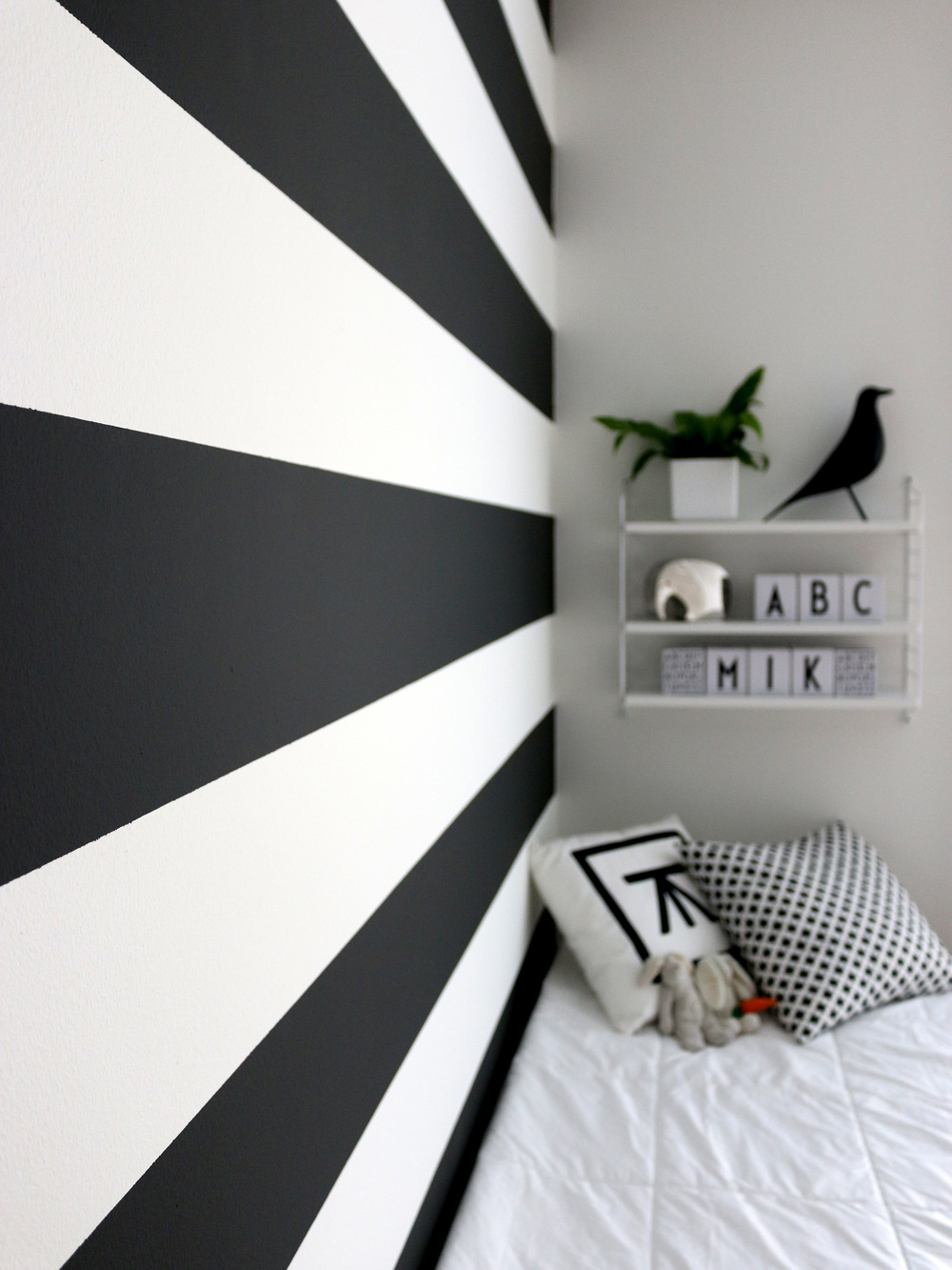 Graphite Old White Bedroom Transformation With Wall Paint By Annie Sloan
