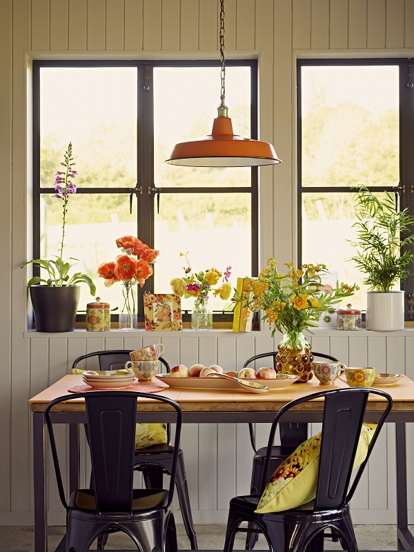Inexpensive Accessories Some Potted Bulbs And A Vase Of Spring Flowers Can Totally Transform Room Without Breaking The Bank Get Everyone In