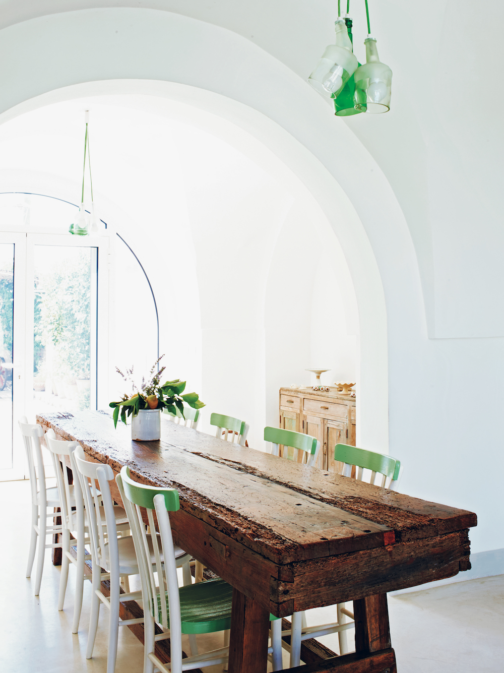Italian Rustic: Home of architect Raffaele Centonze & family in the southern Italian region of Puglia.