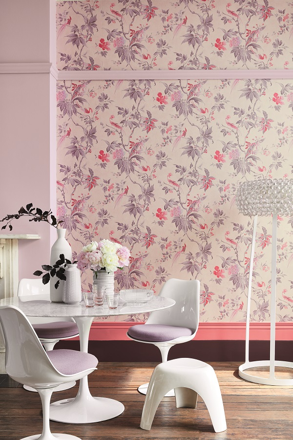 Wallpaper: Paradise – Pink, Left Wall & Picture Rail: Hortense 266, Upper Skirting: Carmine 189, Lower Skirting: Córdoba 277
