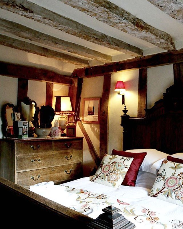 So excited to announce that @camomilecottageuk has won Best Quirkiest B&B as part of the @dorsetcereals awards #dorsetcerealsbnbawards for the quirkiest B&B! Find out what made this stand out for us, soon on the blog! #b&b #interiordesign #style #decor #travel