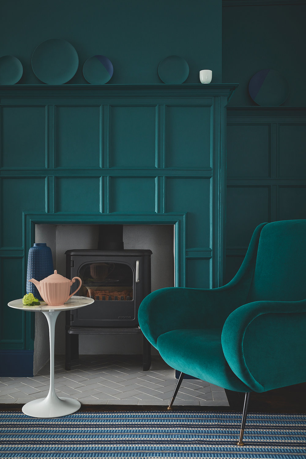 Wall And Panelling: Mid Azure Green 96, Skirting: Royal Navy 257