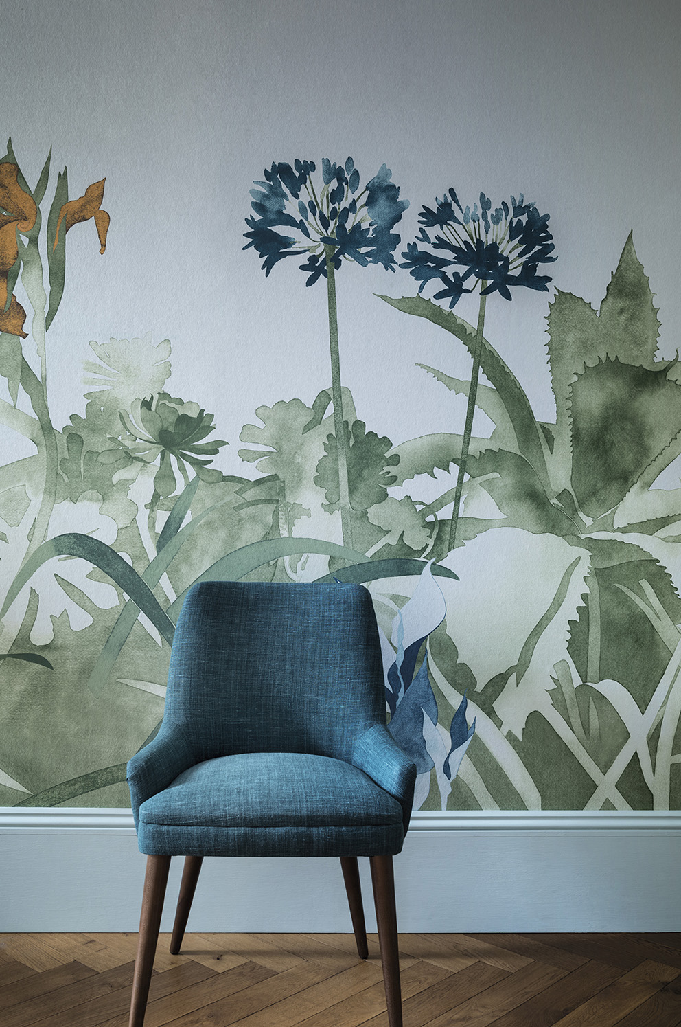 'Tresco' in collaboration with Hugo Dalton by Paint & Paper Library; Wallpaper: Aloe Walk – Glass (Detail); Paint: Glass I 581 in Pure Flat Emulsion, Skirting in Glass III 583 in Architects' Eggshell.