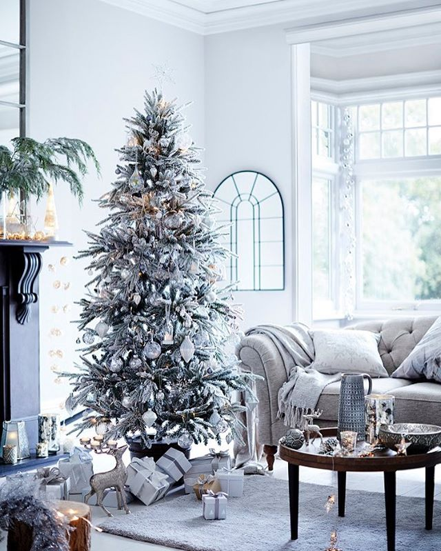 Dreaming of a White Christmas?! Gorgeous decorations courtesy of @marksandspencer. Details on the blog - link in profile! . . . . . #christmastree #christmas #mands #hearthomemag #decorations