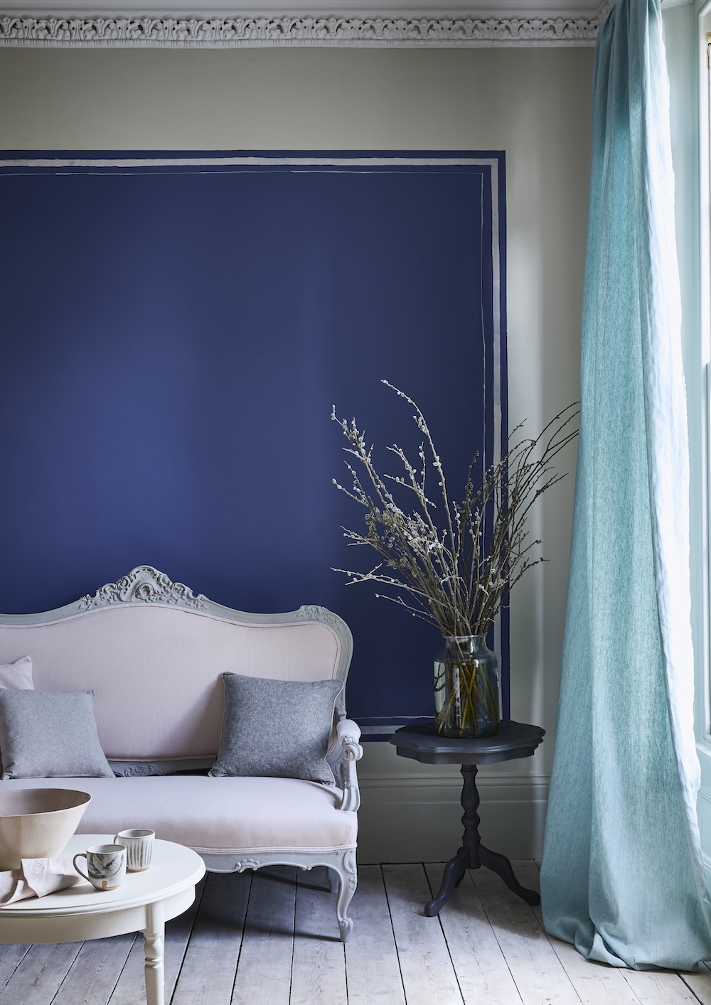 Annie Sloan - Living room - Wall Paint in Napoleonic Blue, Linen Union fabrics -  Lifestyle - Portrait (2).jpg