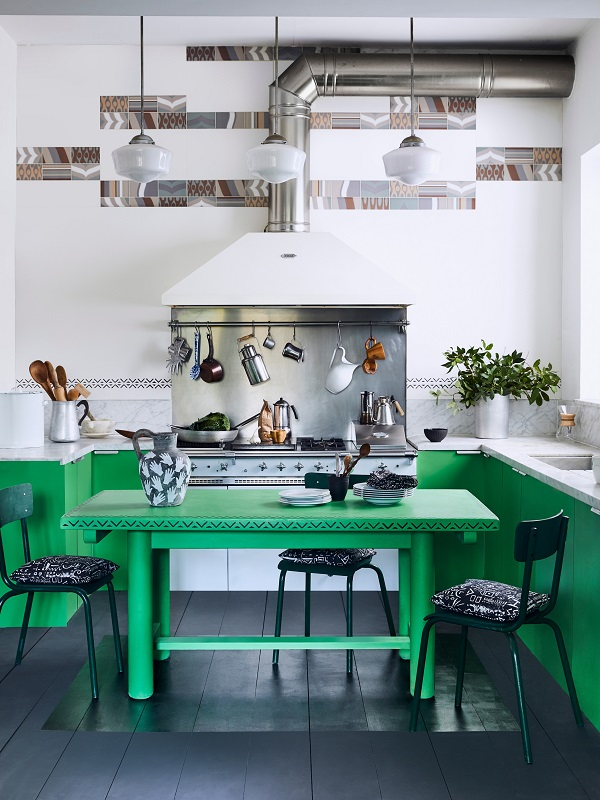 Annie Sloan  Kitchen  Chalk Paint in Antibes Green Graphite floorboards with Gloss Lacquer detail  Lifestyle  Portrait (1).jpg