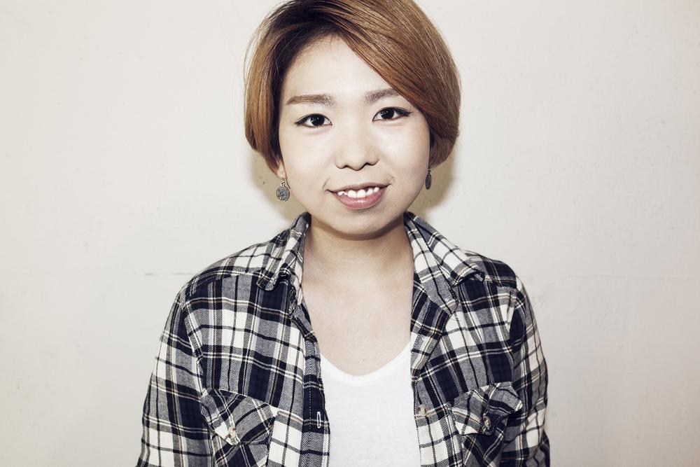 Natsuki Otsuka    大塚菜月  Assistant  日本美容学校卒業。 2013年、Savaに参加。 シューティングワーク、メイクアップワークを中心に活動。