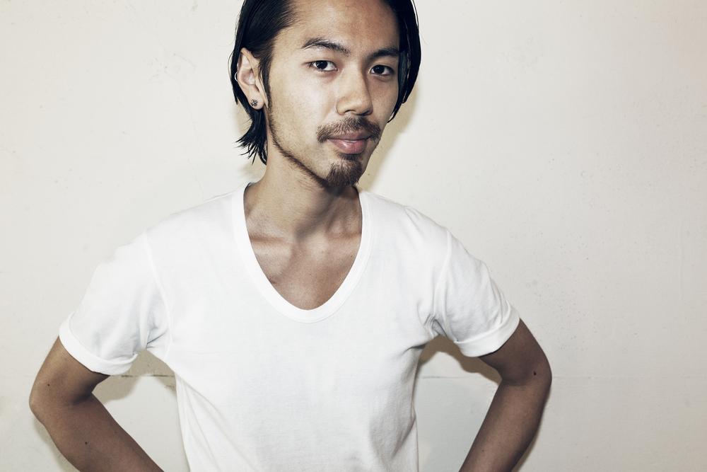 Daiju Kon    近 大樹   Stylist  2004年、都内大手サロン入社。 2010年、Savaに参加。 2010年〜 サロンワークの他、撮影、外部講師などを中心に活動。