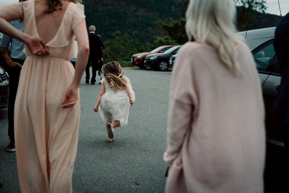 Bryllup-løen-på-sunde-bryllupsfotograf-Stavanger-Lofoten-Bergen-Oslo-25.jpg