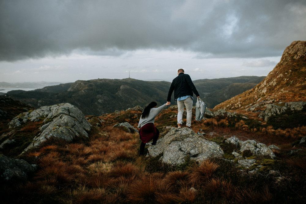 Kjærestefotografering på fjellet - Ulriken-2.jpg